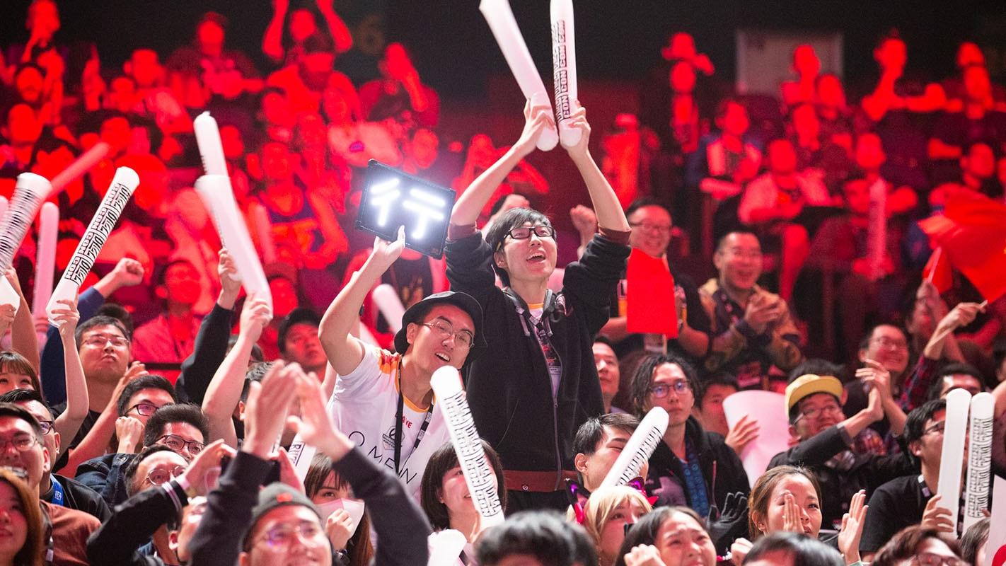 1422-china-fans.jpg