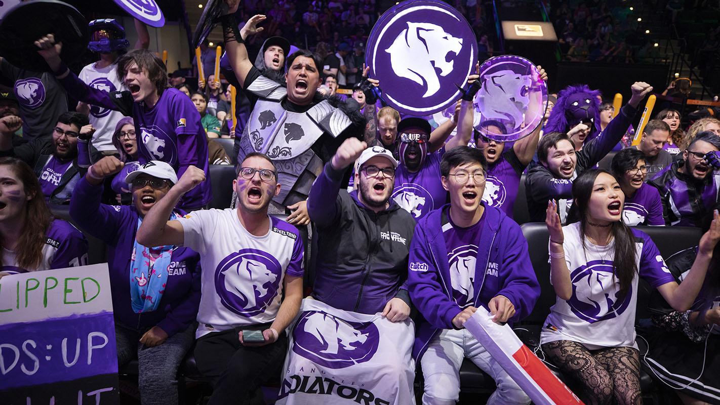 1422-gladiators-fans.jpg