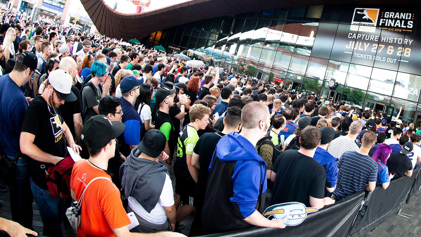 1442-crowd.jpg
