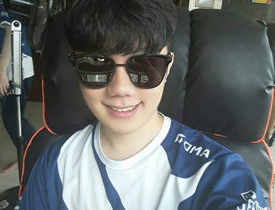 Miro wearing fan gifted sunglasses