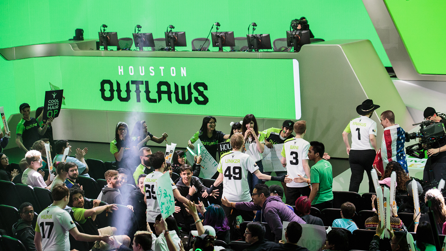 Outlaws take the stage