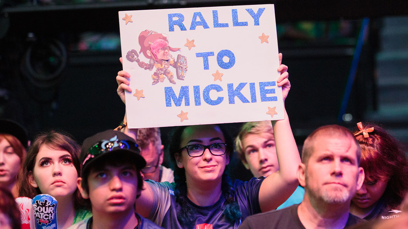 1422-mickie-fan-sign.jpg